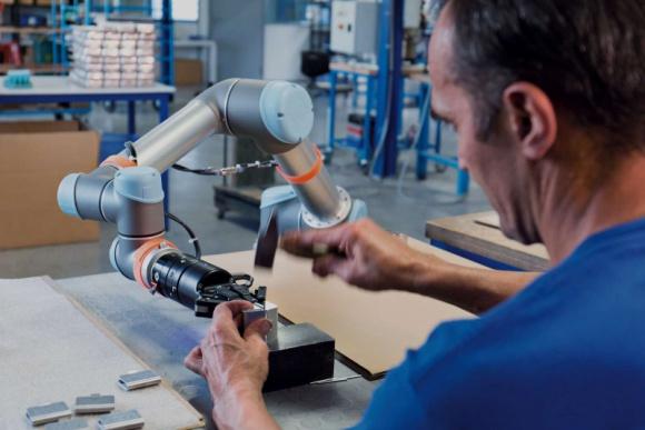 6% wzrost sprzedaży robotów na świecie i 40% w Polsce wg raportu IFR Przemysł, BIZNES - % wzrost sprzedaży robotów na świecie i 40% w Polsce – Universal Robots o raporcie IFR World Robotics 2019