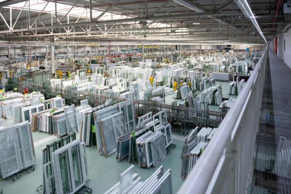 Drutex bije rekordy sprzedaży Przemysł, BIZNES - Październik był dla Drutexu rekordowym miesiącem w historii firmy pod względem wielkości sprzedaży. Wiodący producent stolarki okienno-drzwiowej w Europie w minionym miesiącu odnotował ponad 100 mln zł przychodu.