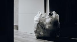 Efektywna gospodarka odpadami w walce ze zmianami klimatu BIZNES, Gospodarka - 25 minut - tyle średnio trwa użytkowanie jednorazowej torby foliowej. Badania pokazują, że nawet co minutę w oceanach lądują odpady plastikowe wielkości ciężarówki. Produkujemy śmieci na ogromną skalę: spożywcze i ogrodowe, budowlane i rozbiórkowe, górnicze i (...)
