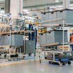 Flota robotów MiR200 usprawnia logistykę w zakładzie Whirlpool w Łodzi