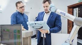 Universal Robots ogłasza zwycięzców konkursu Win a Robot 2019 Przemysł, BIZNES - Roboty współpracujące (coboty) UR5 i UR10 powędrują do firmy Estelio s.r.o. ze słowackiej Nitry oraz do rumuńskiego producenta STAER INTERNATIONAL. Do drugiej edycji konkursu zgłoszono łącznie 856 projektów z 8 krajów.