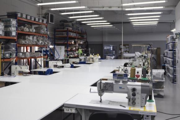 Nowy zakład produkcyjny Nobonobo Przemysł, BIZNES - Marka Nobonobo, polski producent wysokiej jakości mebli, przeniosła swoją produkcję do większego zakładu. Przeprowadzka w nowe miejsce pozwala na zwiększenie produkcji, co związane jest z rozwojem firmy i rosnącą sprzedażą.