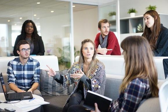 Czy praca zdalna zostanie z nami na dobre? BIZNES, Gospodarka - Do niedawna temat pracy zdalnej, pracy z domy czy tak zwanego – w korporacjach – home-office traktowany był jako coś pożądanego.