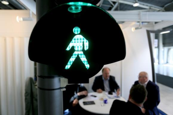 Targi w Czechach czekają na zielone światło BIZNES, Gospodarka - Czeska branża targowa notuje straty liczone w setkach milionów koron. Czy grozi jej upadek? Jak będą wyglądały targi w przyszłości? Czy będą bezpieczne dla uczestników?