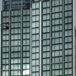 Budynki pną się w górę, zadłużenie stanęło
