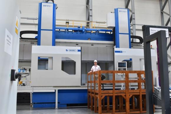Tokarka karuzelowa firmy RAFAMET S.A. wyruszy do Peru Przemysł, BIZNES - Peru to docelowe miejsce pracy maszyny, którą w firmie RAFAMET zamówił Thyssenkrupp Industrial Solutions.