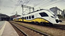 Koleje Dolnośląskie kupią hybrydy Transport, BIZNES - Koleje Dolnośląskie rozstrzygnęły przetarg na zakup dwóch pociągów hybrydowych. Regionalnemu przewoźnikowi dostarczy je NEWAG.