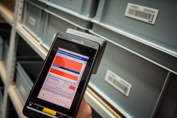 Etykiety RFID w pojemnikach wielokrotnego użytku w sektorze przemysłowym. Przemysł, BIZNES - Automatyzacja produkcji przemysłowej nie będzie jednak możliwa bez wykorzystania pojemników wielokrotnego użytku, na których znajdować będą się etykiety RFID. A w jaki sposób można je wykorzystać? Sprawdźcie rekomendacje i opinie Etisoft.