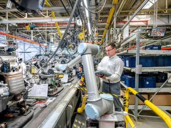 Polska nadgania, a rynek robotów współpracujących przyspiesza Przemysł, BIZNES - Raport opublikowany przez Międzynarodową Federacja Robotyki (IFR) za rok 2019 przynosi pozytywne informacje o polskim rynku, który oparł się globalnemu trendowi spadkowemu.