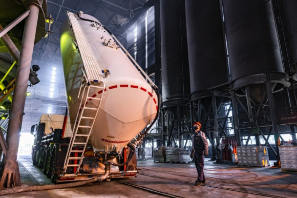 CEVA Logistics i Teksid Iron Poland świętują 20-lecie współpracy Transport, BIZNES - CEVA Logistics, wiodący globalny operator logistyczny świętuje w tym roku 20-lecie współpracy z Teksid Iron Poland, światowym liderem w produkcji żeliwa i odlewów dla przemysłu motoryzacyjnego. Co ważne, w tym roku Teksid Iron po raz kolejny przedłużył umowę o współpracy z CEVA.