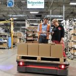Autonomiczny robot mobilny MiR500 obniża koszty transportu w Schneider Electric