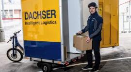 DACHSER dostarczy towary w Pradze elektrycznym rowerem Transport, BIZNES - DACHSER Czech Republic, oddział międzynarodowego dostawcy usług logistycznych, rozpoczyna pilotażowy projekt, którego celem jest zaopatrywanie obszaru centrum Pragi, przy użyciu elektrycznego roweru towarowego.