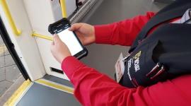 Szybsza sprzedaż biletów w pociągach Kolei Dolnośląskich Transport, BIZNES - Pasażerowie Kolei Dolnośląskich będą mogli szybciej i sprawniej kupować bilety w pociągach. To efekt wyposażenia załóg pokładowych w nowe zestawy konduktorskie, które będą służyły m.in. do sprzedaży i kontroli biletów.