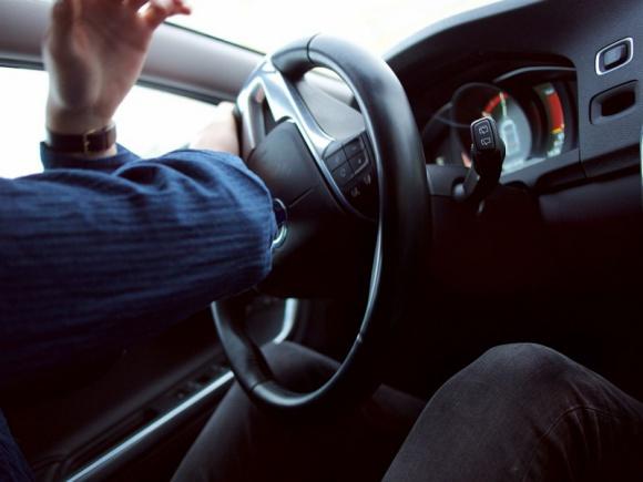 Liczba pijanych kierowców rośnie. Czy w te Święta padnie rekord? Transport, BIZNES - Jak wynika z danych policji, w Polsce w zeszłym roku odnotowano ponad 111 tysięcy osób prowadzących samochód pod wpływem alkoholu. Był to najwyższy wynik w naszym kraju od dekady. Statystyki pokazują również, że spożycie napojów wyskokowych przez Polaków stale rośnie.