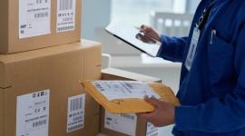 Rynek pocztowy: wystrzeliły przesyłki kurierskie, nie poddają się listy BIZNES, Gospodarka - Zbliżający się okres świąteczny i koniec roku będą doskonałym ukoronowaniem wzrostów, jakie od miesięcy przeżywa branża kurierska. Jeśli chodzi o tradycyjne przesyłki listowe to trendy od lat są spadkowe.