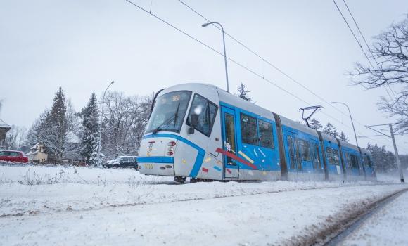 Gorący temat. Jak działa ogrzewanie tramwajów i autobusów MPK? Transport, BIZNES - Choć teoretycznie wciąż jest jesień, to we Wrocławiu nastał typowo zimowy krajobraz i… temperatury. Czują to zwłaszcza ci, którzy skoro świt muszą wyruszyć w drogę do pracy. Na szczęście wszystkie miejskie autobusy i tramwaje są ogrzewane.